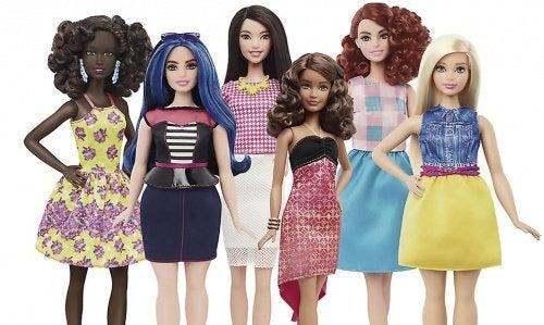 Barbie brise ses stéréotypes et diversifie la beauté avec de nouvelles courbes