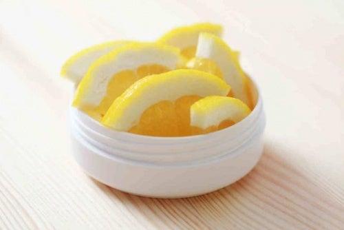 Bienfaits du citron pour les marques d'acné