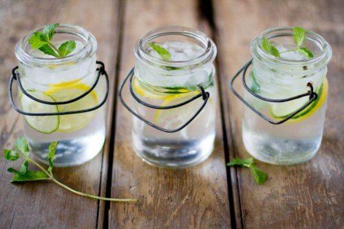 4 boissons pour purifier le corps des sucres et des aliments raffinés