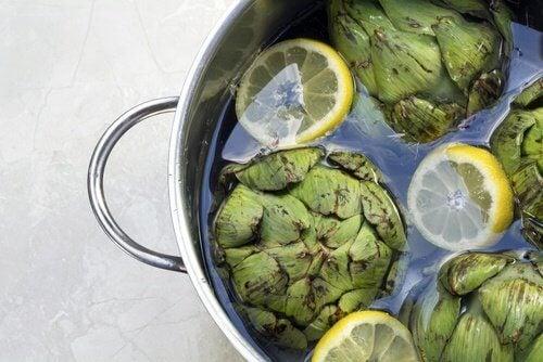 Préparation de l'eau d'artichaut.