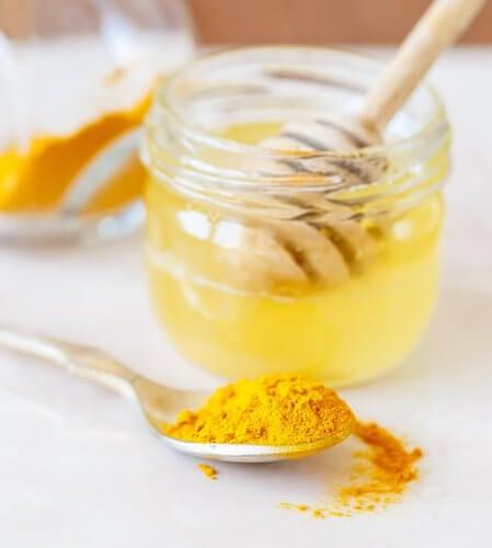 miel et curcuma pour apaiser les douleurs articulaires