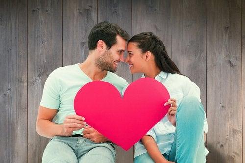 Faire les câlins réduit le risque des maladies cardiaques.