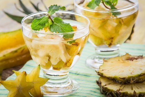 Comment préparer de l'eau à l'ananas et pourquoi est-elle bienfaisante?