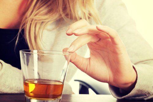 Eviter-boissons-alcoolisees-et-sedatifs-500x334