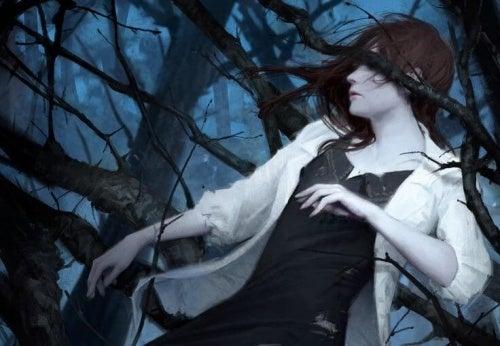 Femme coincée dans des épines