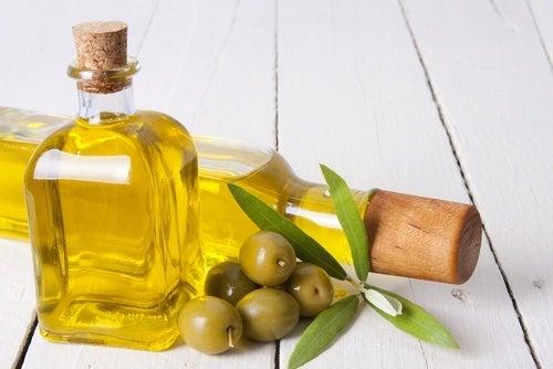 Huile d'olive contre la chute des cils.