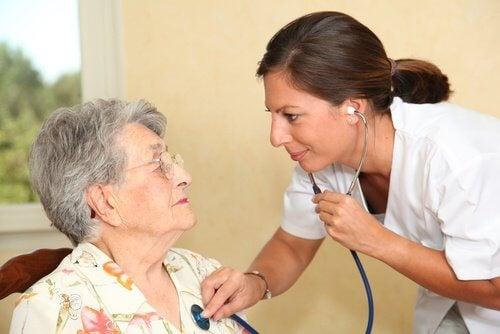 Les-femmes-developpent-une-maladie-cardiaque-500x334