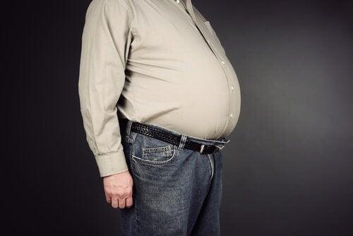 Mince-avec-le-ventre-gonfle-1-500x334