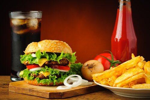La nourriture rapide et les problèmes de douleur articulaires.