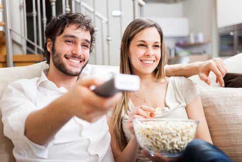 choses qu'un couple heureux fait ensemble : regarder un film