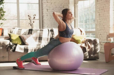 Femme en train de faire de l'exercice physique