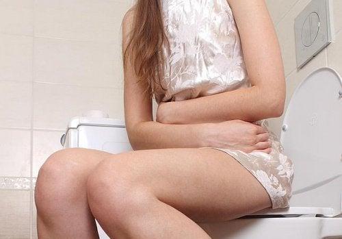 De l'eau chaude à jeun permet de lutter contre la constipation