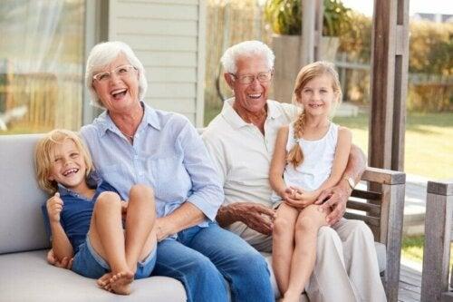 Les petits-enfants sont la lumière et la joie de leurs grands-parents