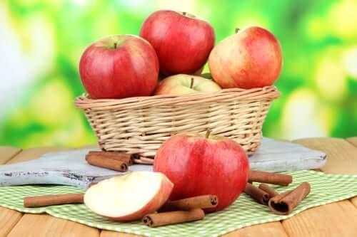 Pomme et cannelle
