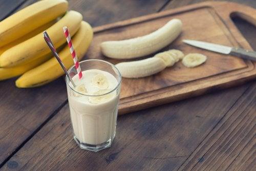 Délicieux smoothie à la banane qui aide à perdre de la graisse abdominale