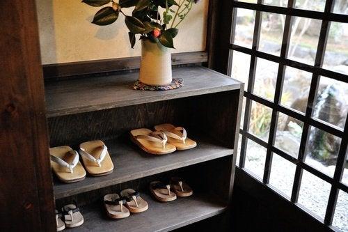 Enlever ses chaussures à l'entrée de la maison