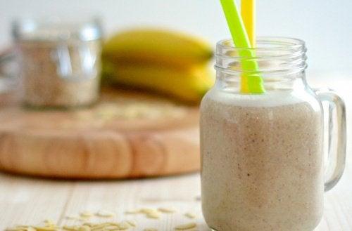 Articulations fragiles : lait d'amande, papaye et banane