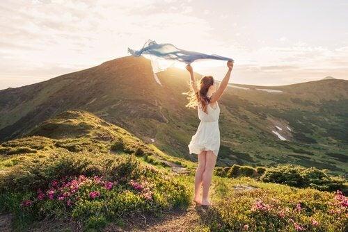 femme libre dans le vent