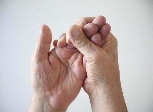 Engourdissement dans les mains.