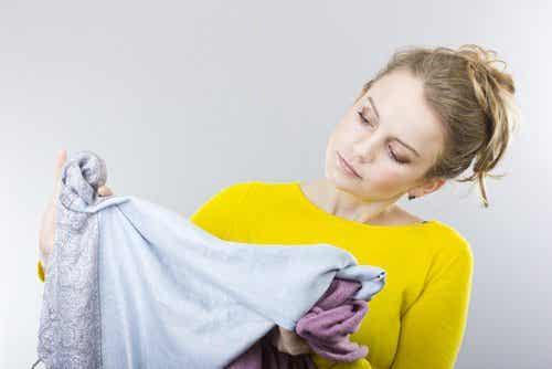 Astuces pour enlever les taches d'huile sur les vêtements