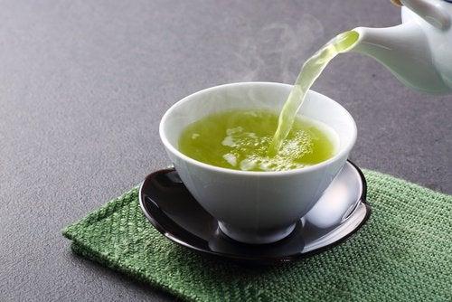 Thé vert pour perdre du poids.
