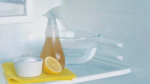 6 astuces contre les mauvaises odeurs du réfrigérateur