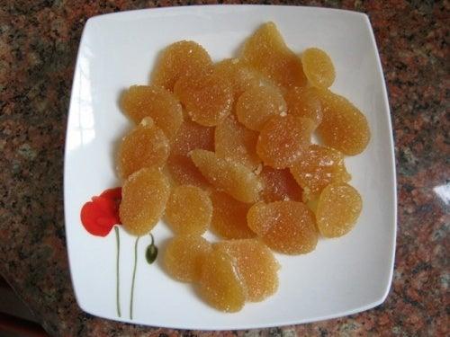 Préparation des bonbons miel.
