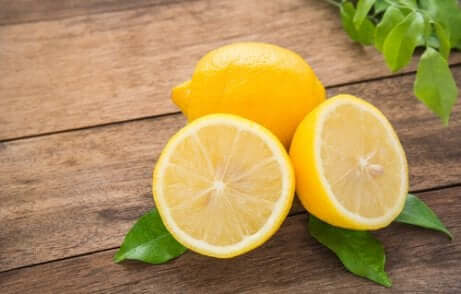 Citron coupé en deux