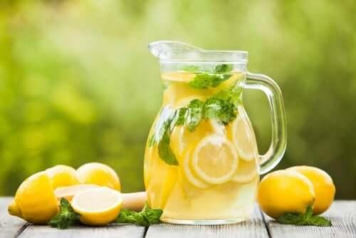 Le jus de citron aide à purifier les reins.