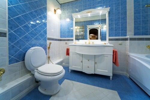13 idées intéressantes pour décorer une petite salle de bain