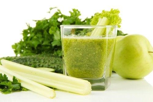 Du jus de céleri et pomme verte pour détoxifier vos reins