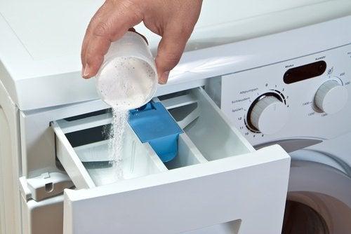 Astuce efficace pour enlever la moisissure de la machine - Enlever moisissure machine a laver ...