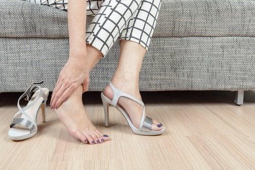 Comment prévenir et traiter une épine calcanéenne : les chaussures