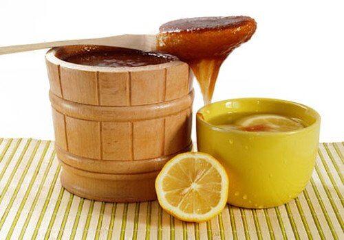 L'infusion de miel et de citron aide à combattre l'acide urique.