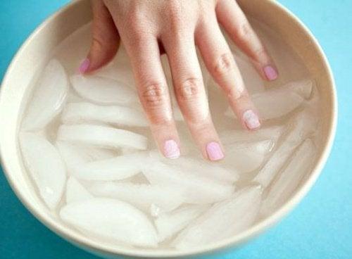 comment se vernir les ongles