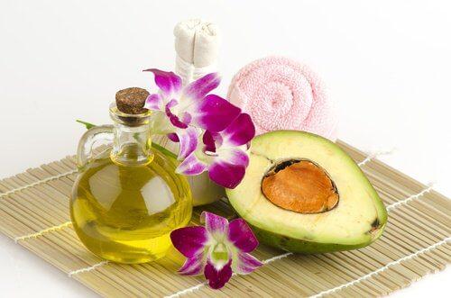 Les pointes fourchues peuvent se traiter avec un masque à l'avocat et à l'huile d'olive.