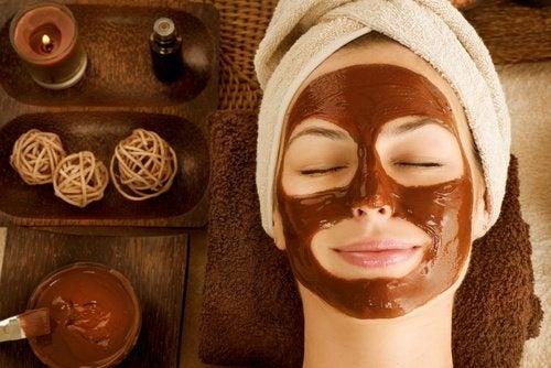 Masque et exfoliant au café pour le visage fatigué