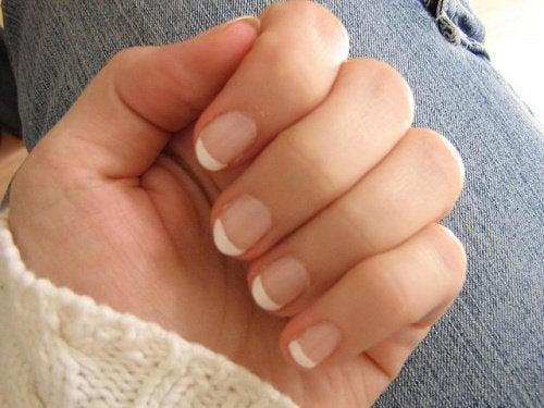 vinaigre blanc pour les ongles