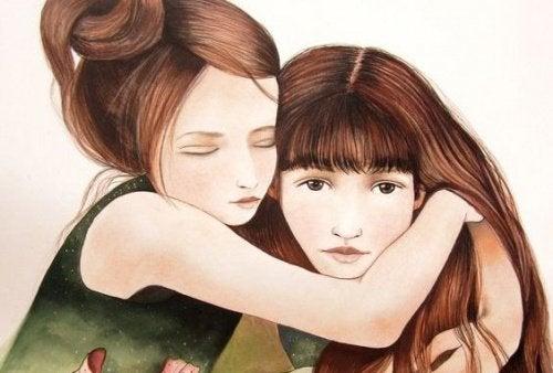 jeune fille qui embrasse sa soeur