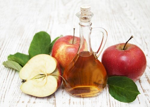 Vinaigre de pomme contre les insectes.