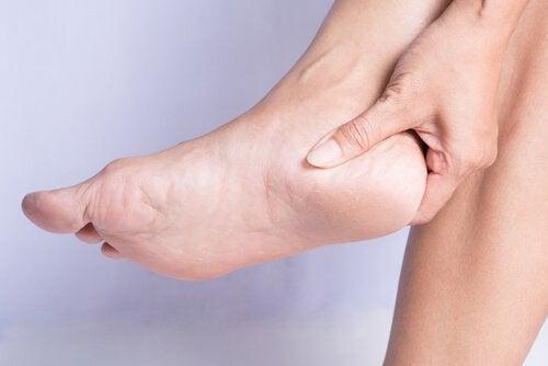 Causes et traitements de l'épine calcanéenne