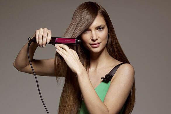 Use uma chapinha nos cabelos desembaraçados.