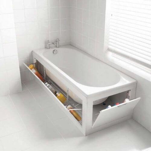 La baignoire avec des rangements cachés