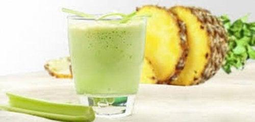 smoothie au céleri et à l'ananas