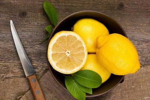 citrons et couteau