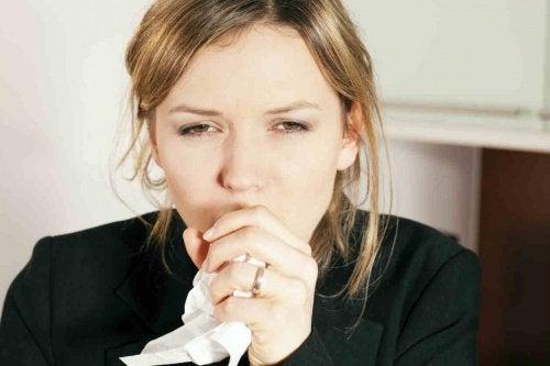 les bienfaits de l'ail à jeun : combat la toux