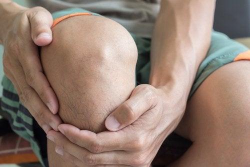 Douleurs de genoux et douches froides
