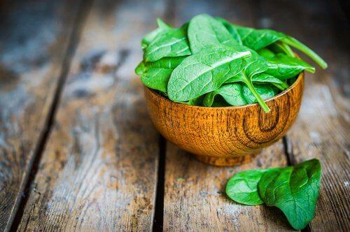 Les 6 meilleurs aliments alcalins de la planète : les épinards