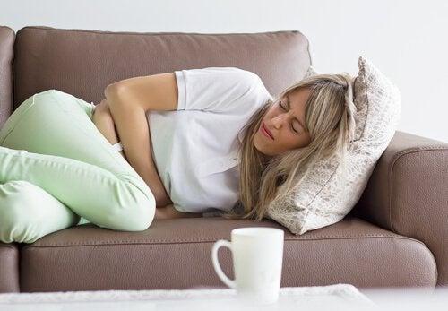 Femme-douleur-estomac