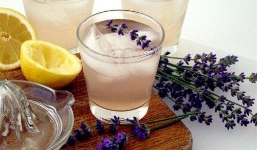 Une limonade à la lavande pour lutter contre les maux de tête